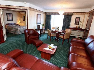 Deluxe Queen Suite with Sofa Bed