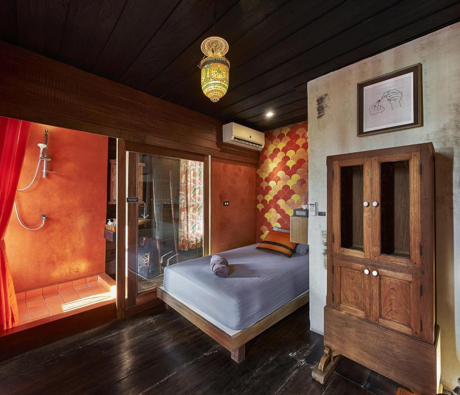 Single River View - Guestroom Loy La Long Hotel