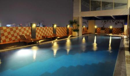 Swimming pool [outdoor] Best Western Mangga Dua Hotel and Residence