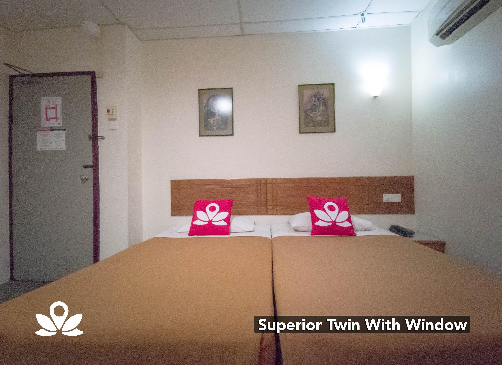 Superior Twin Room with Windows