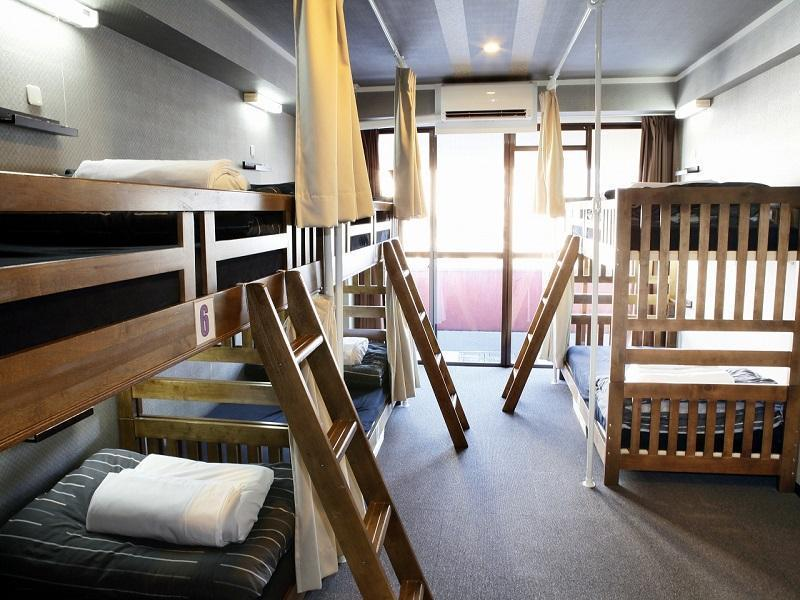 家庭間- 帶雙層床和共用浴室(5位成人) (Family Room with Bunk Beds and Shared Bathroom (5 Adults))