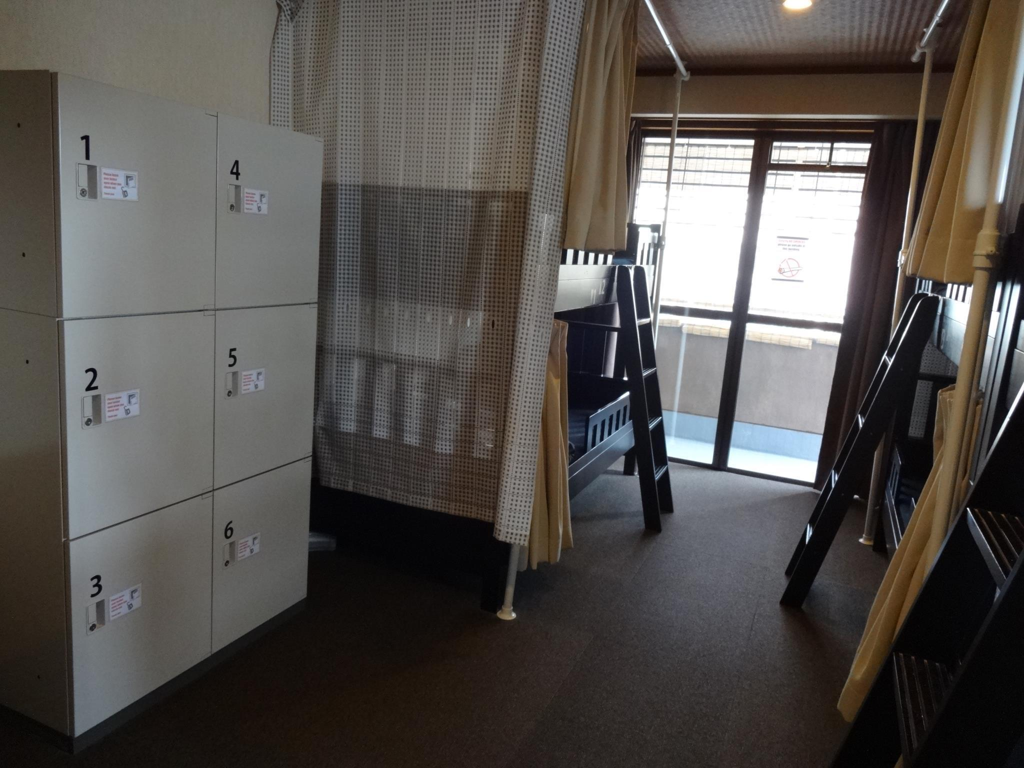 6床女性宿舍間的1個床位 (Bed in 6 Bed Female Dormitory Room)