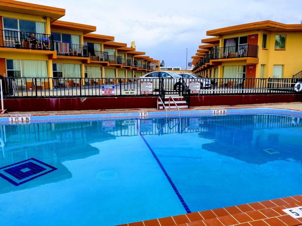 grand prix motel daytona beach fl from 49 save on. Black Bedroom Furniture Sets. Home Design Ideas