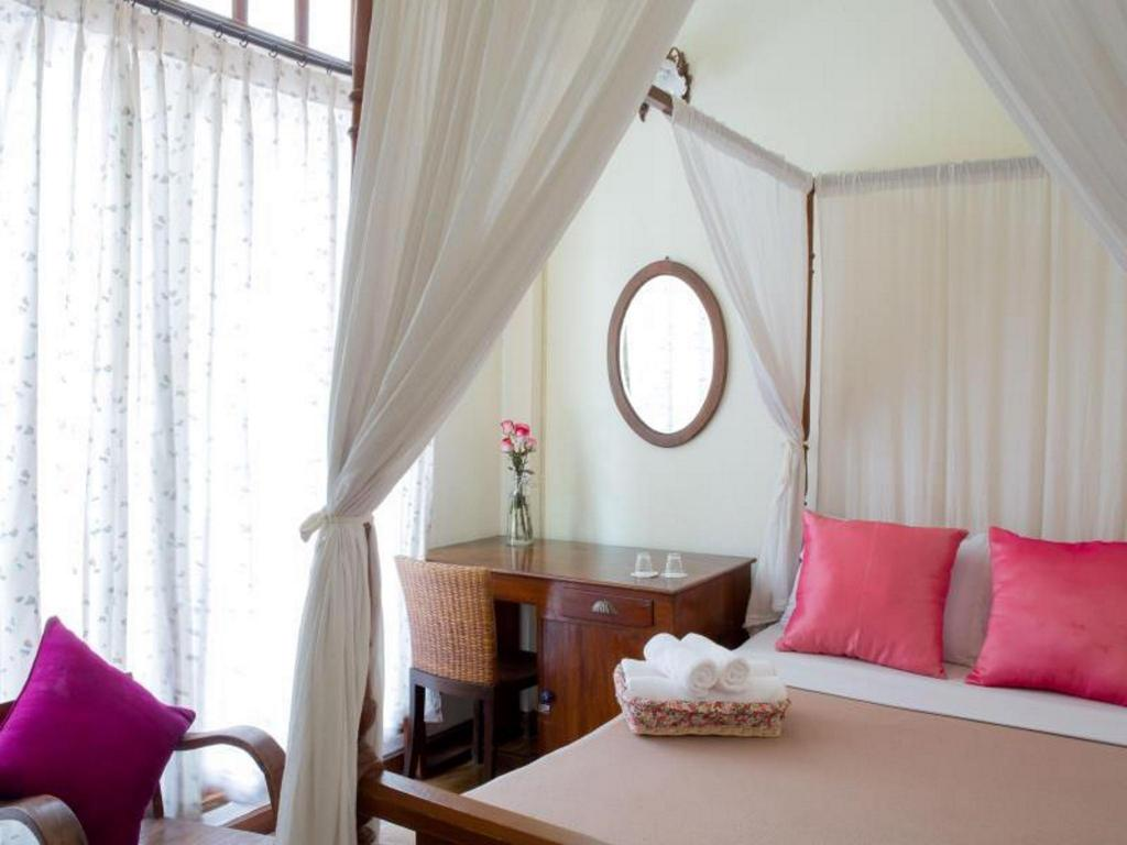Standard  Double Room with Shared Bathroom - Guestroom Baan Say La Guesthouse