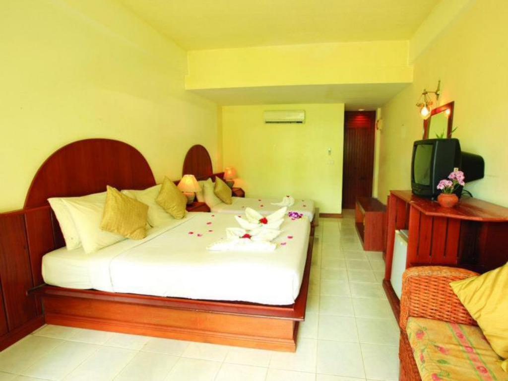 Sea View Room Triple bed