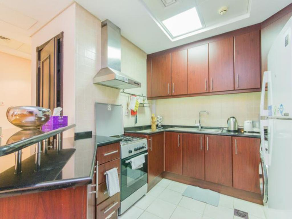 кухня Spacious 1 Bedroom Apartment in Discovery Gardens