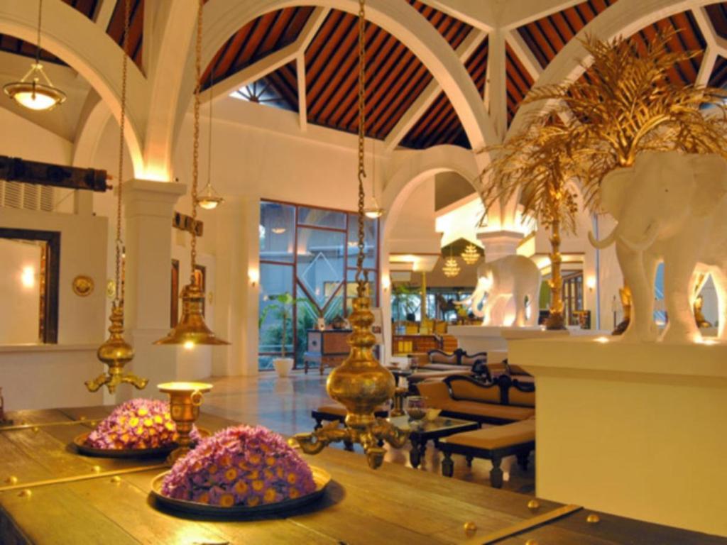 Lobby Royal Palms Beach Hotel