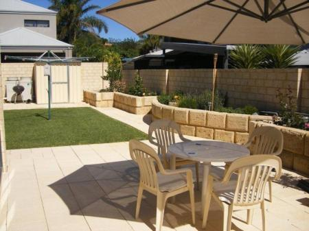 حديقة مبيت وإفطار سانتا ماريا إكسكيتيف فريمانتل (Santa Maria Executive Bed & Breakfast Fremantle)