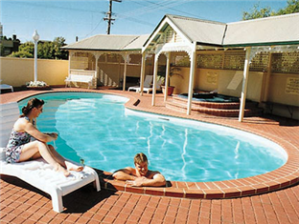 Swimming pool The Clifton Motel and Grittleton Lodge