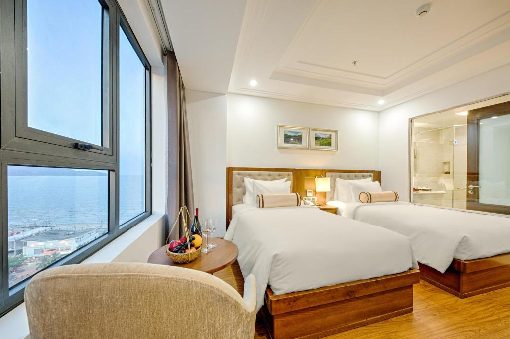 Superior Twin Bed With Window Paris Deli Danang Beach Hotel
