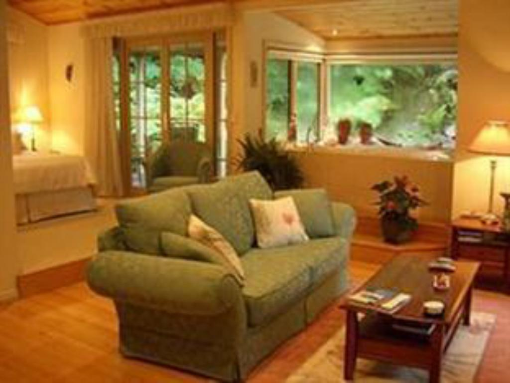 Interior view Myers Creek Cascades Cottages