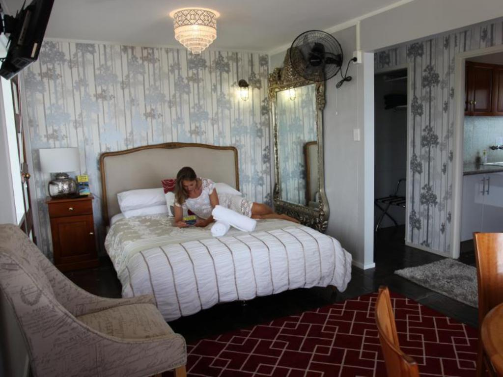 1 Bed Queen Suite with Sofa Bed 1770 Sovereign Lodge Resort