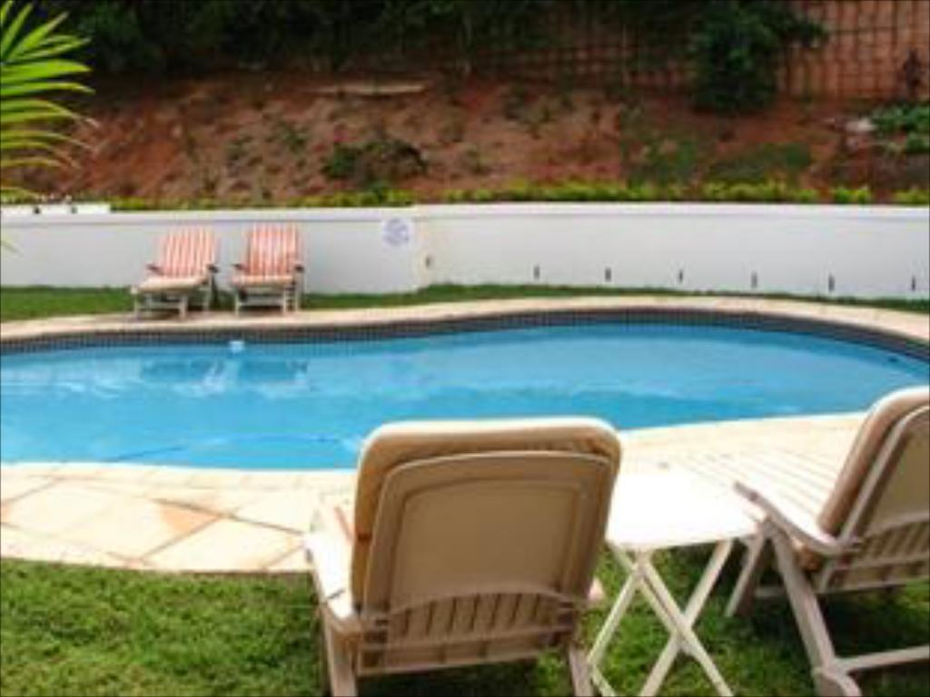 Swimming pool Fairview Bed and Breakfast