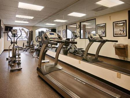 Fitness center SureStay Plus Hotel by Best Western Houston Medical Center