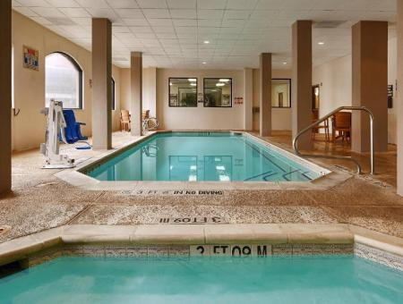 Swimming pool SureStay Plus Hotel by Best Western Houston Medical Center
