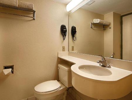 Bathroom SureStay Plus Hotel by Best Western Houston Medical Center