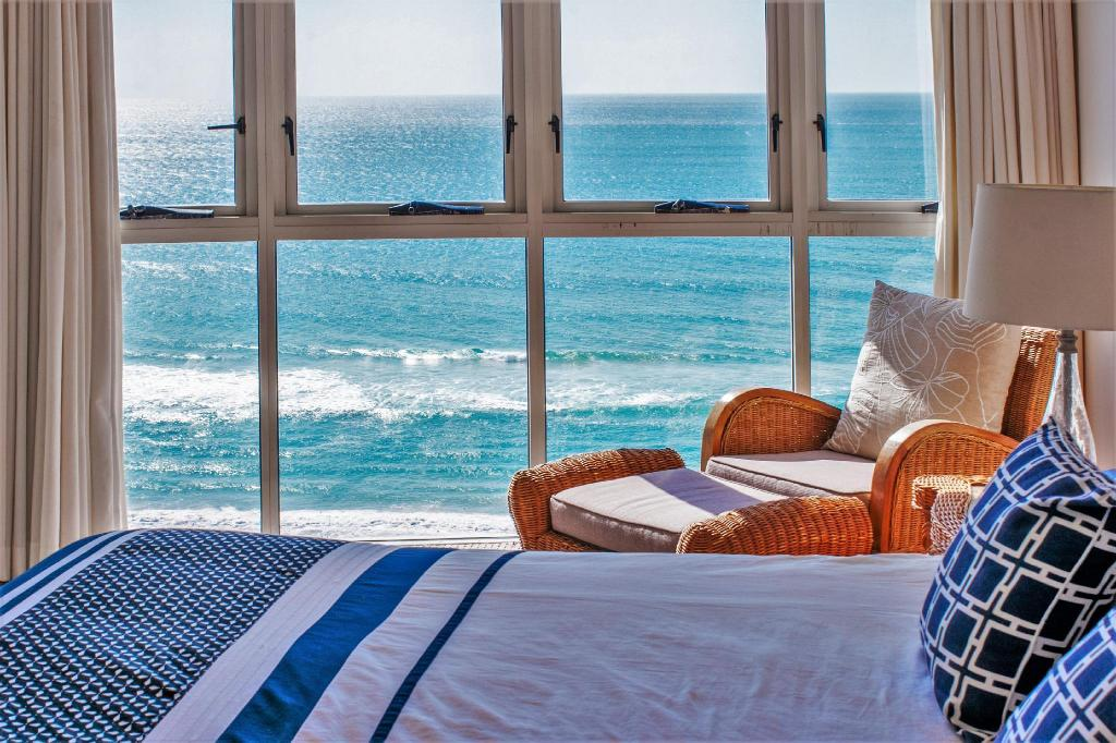 2 Bedroom Ocean View Apartment - Bed Indigo Blue Beachfront Holiday Apartments