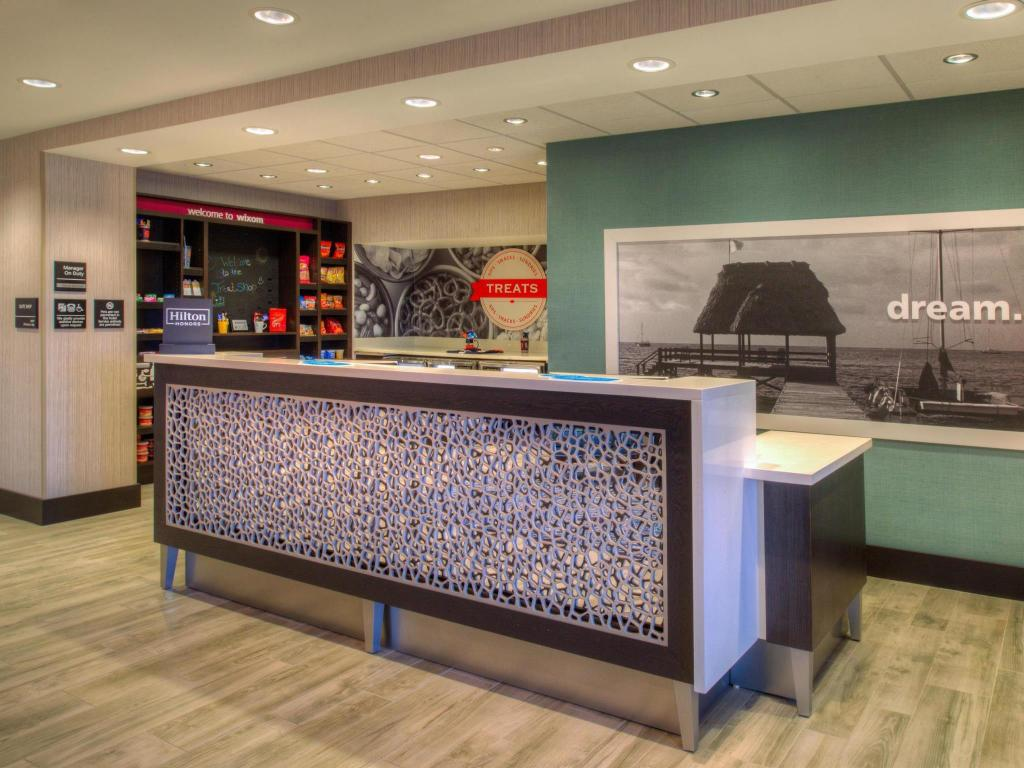 Lobby Hampton Inn and Suites Detroit Wixom
