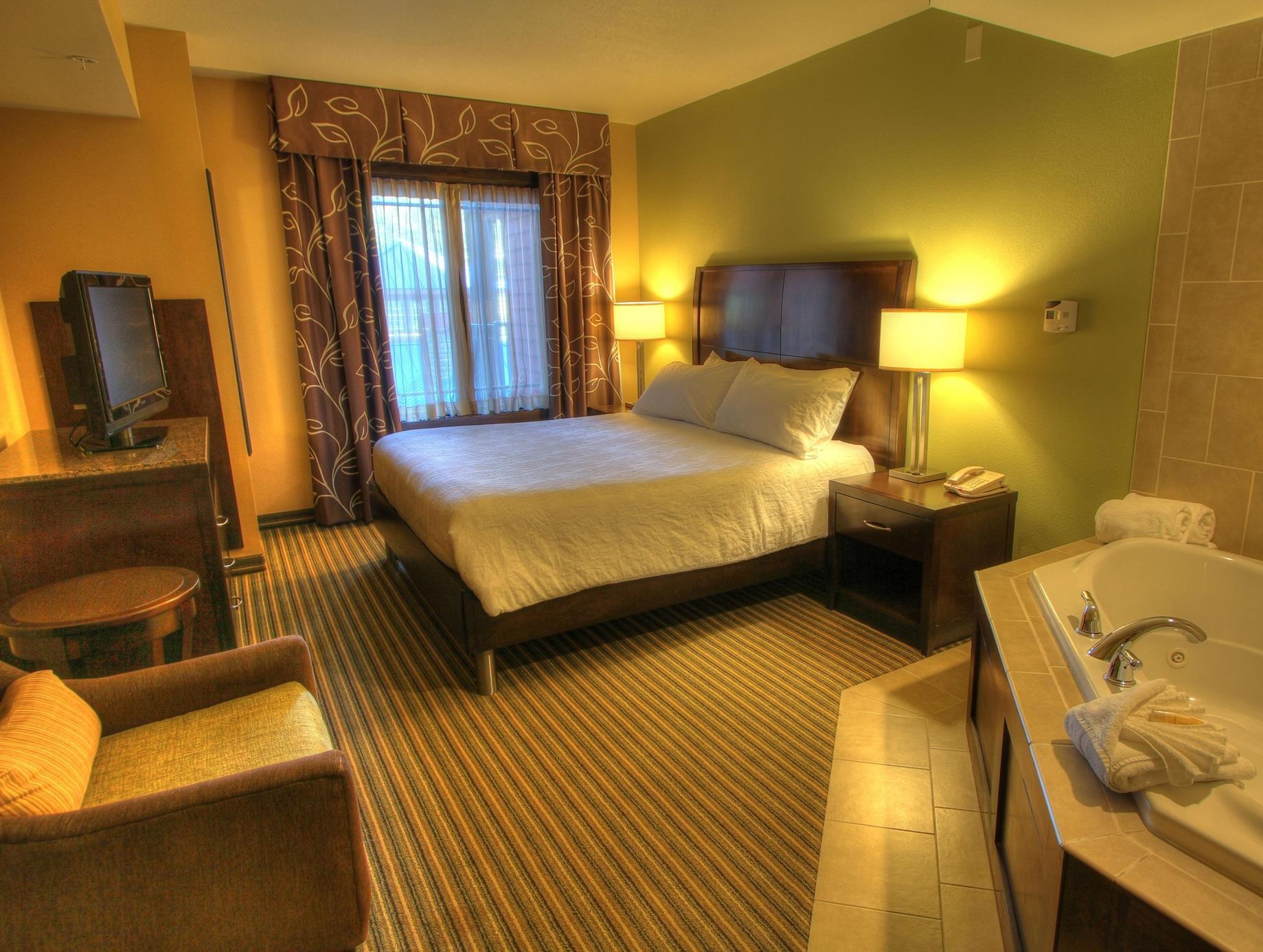 1 king 1 bedroom whirlpool suite - Hilton Garden Inn Gatlinburg