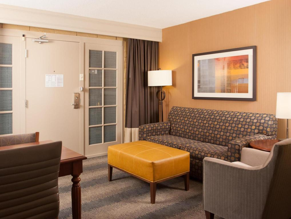 Embassy suites by hilton bloomington minneapolis in - The living room center bloomington in ...