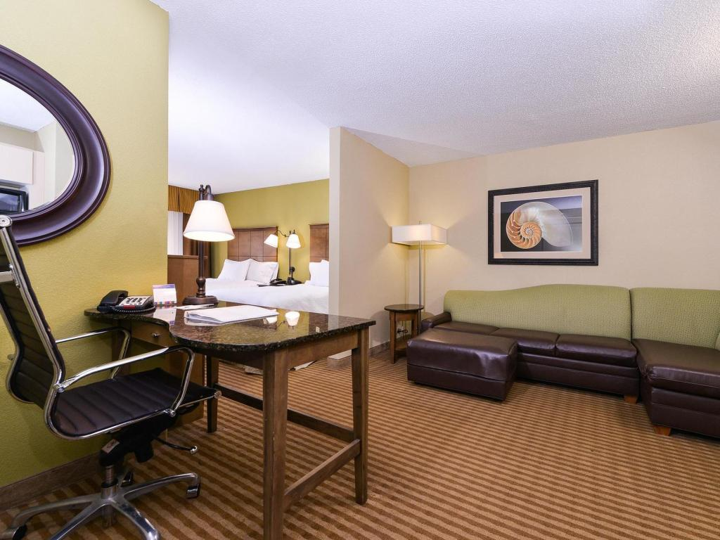2 Double Beds Non-Smoking - Suite room Hampton Inn and Suites Atlantic Beach