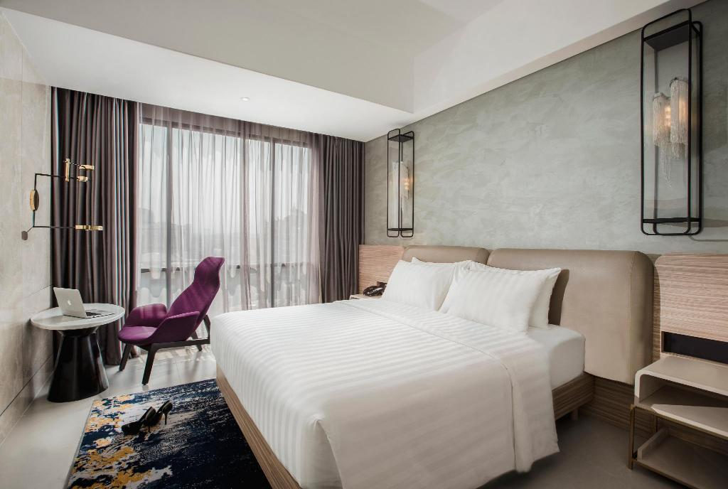 Classic Room with 1 Queen Bed - Bed Hotel Mercure Bandung City Centre
