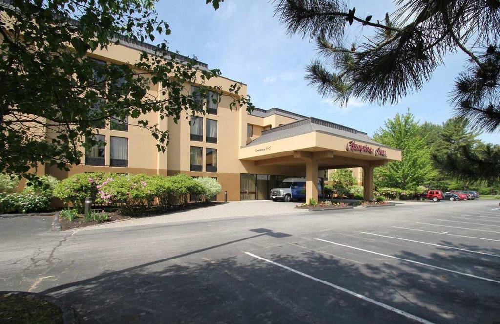 More about Hampton Inn Portland Airport