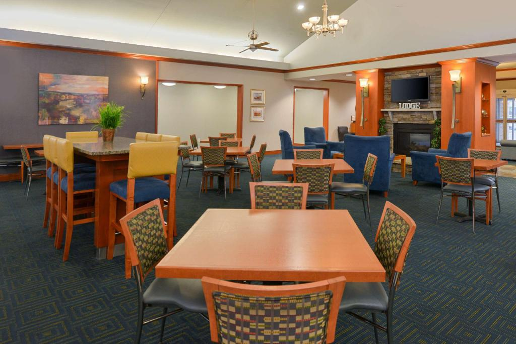 Lobby Homewood Suites by Hilton Allentown Bethlehem Airport