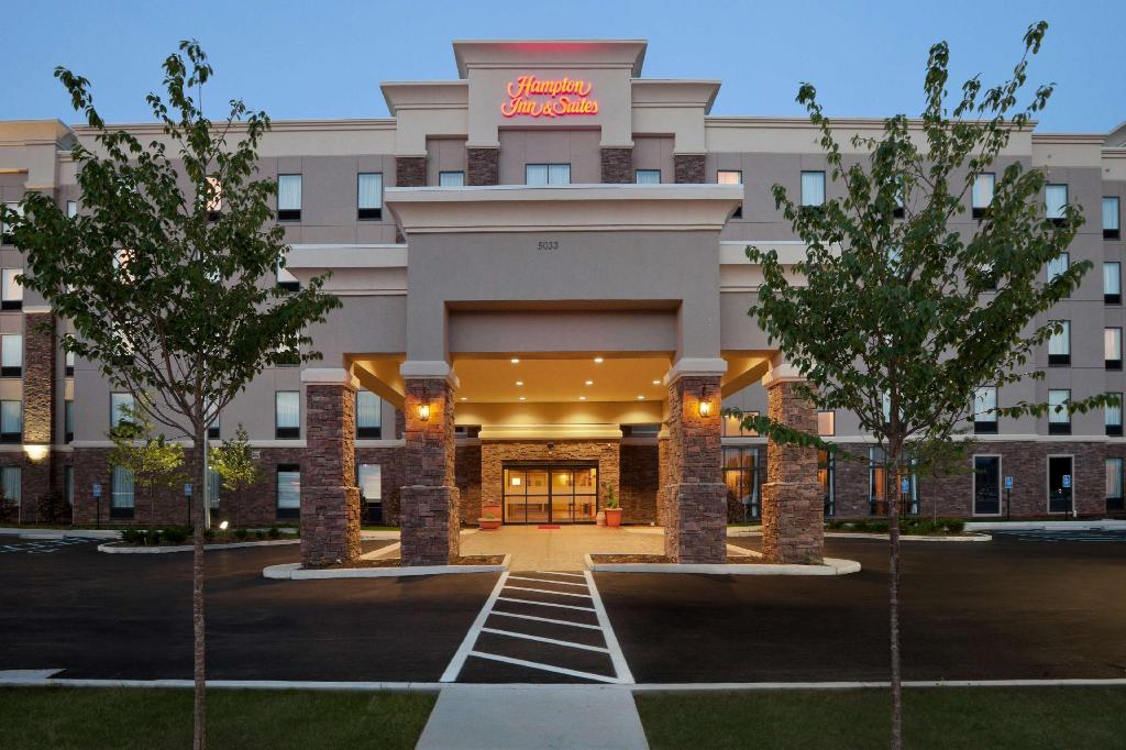 Hampton Inn and Suites Roanoke Airport