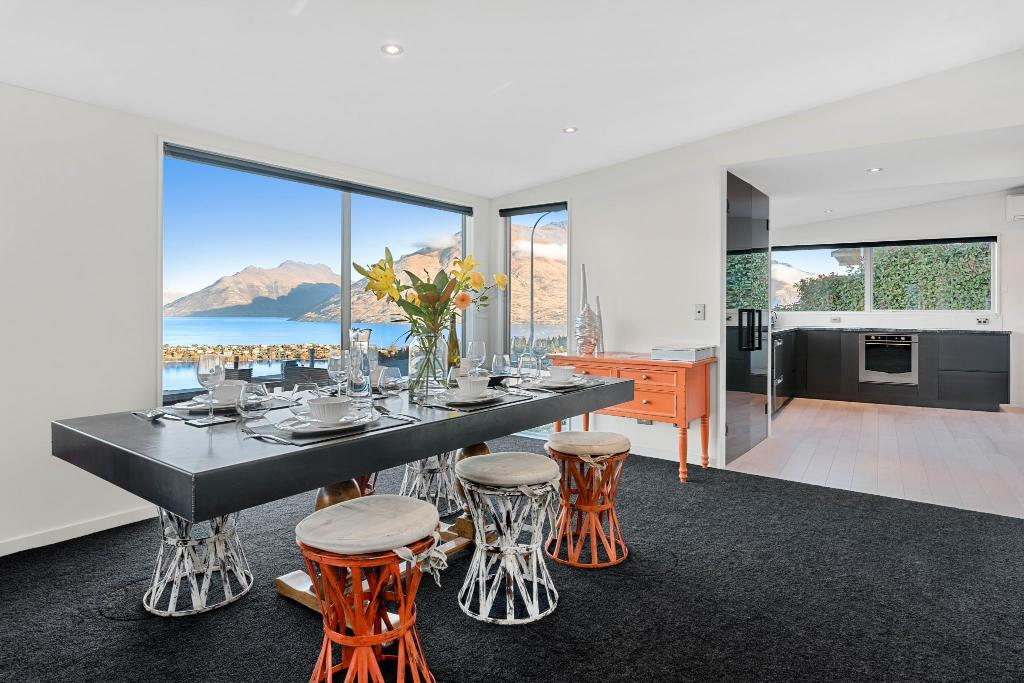 Dining room/area 84 Hensman Road - Queenstown Hill