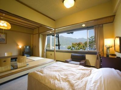 和洋室 レイクビュー(5名・喫煙) (Lake View Japanese Western Style Room for 5 People - Smoking)