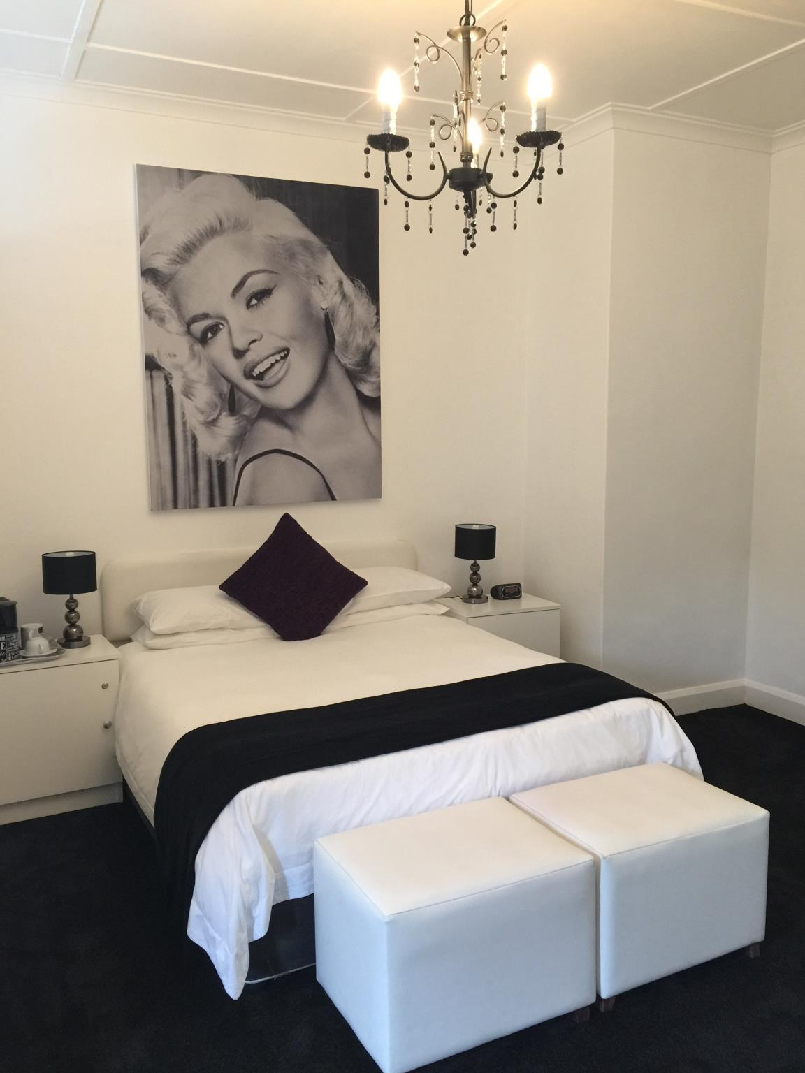 Jane Mansfield Superior Deluxe Room