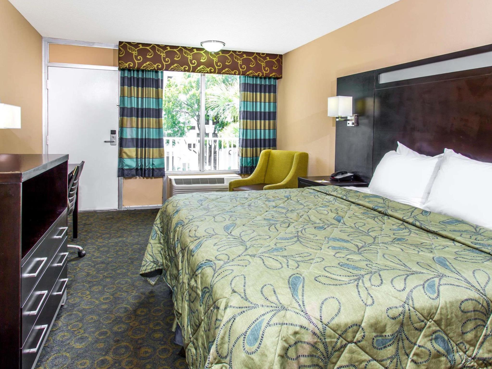 Best Price On Days Inn By Wyndham Fort Lauderdale Airport