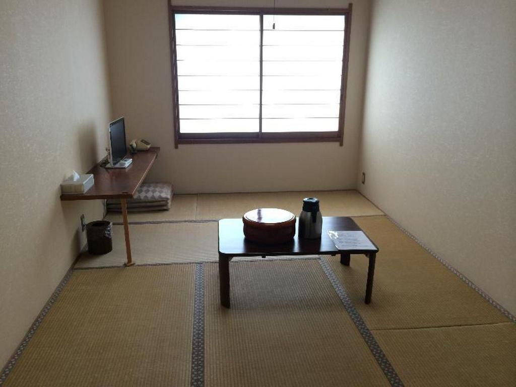 Japanese 9.6 sq.m for 1 or 2 People Kawaguchiko Station Inn