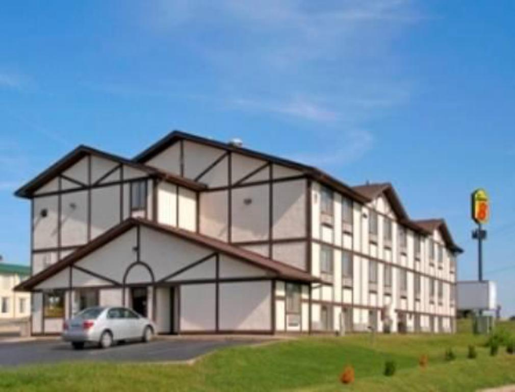 Exterior view Super 8 by Wyndham Springfield North I-44