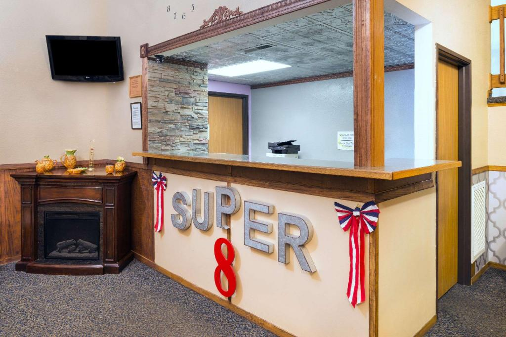 Lobby Super 8 By Wyndham Kingdom City