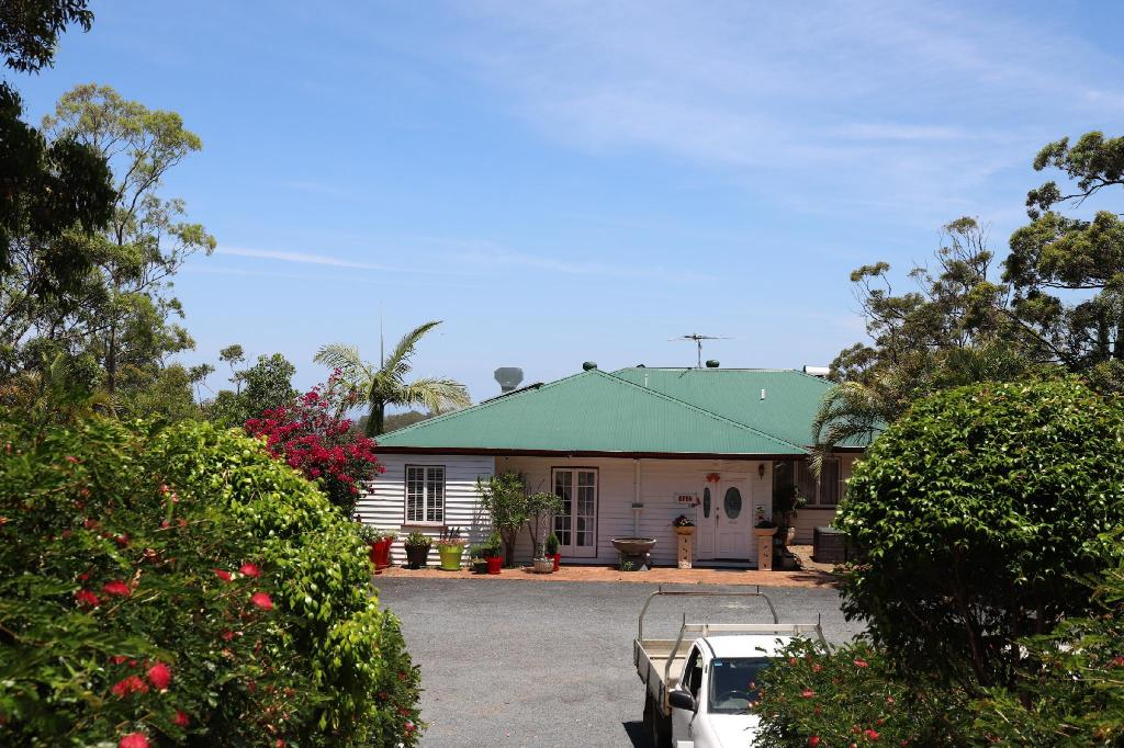 More About Hilltop On Tamborine Hotel