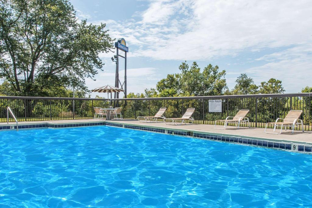 Swimming pool [outdoor] Days Inn by Wyndham Georgetown-North Of Lexington
