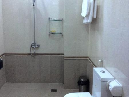 Bathroom My Dinh Hotel
