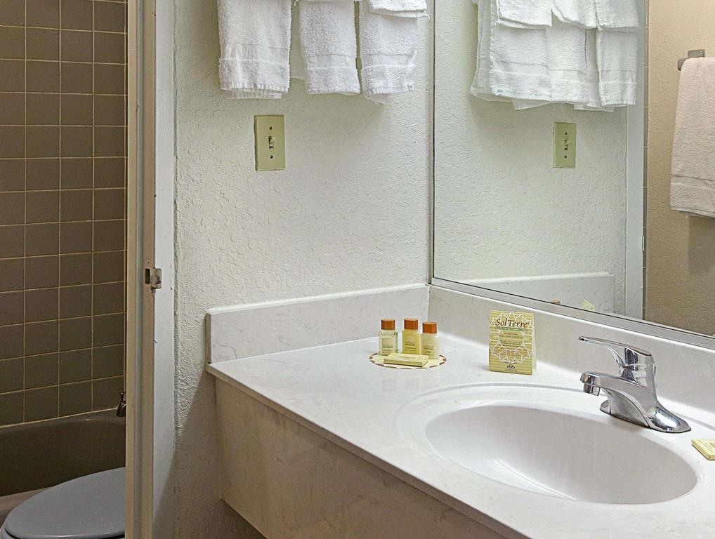 Bathroom Days Inn by Wyndham Gainesville University
