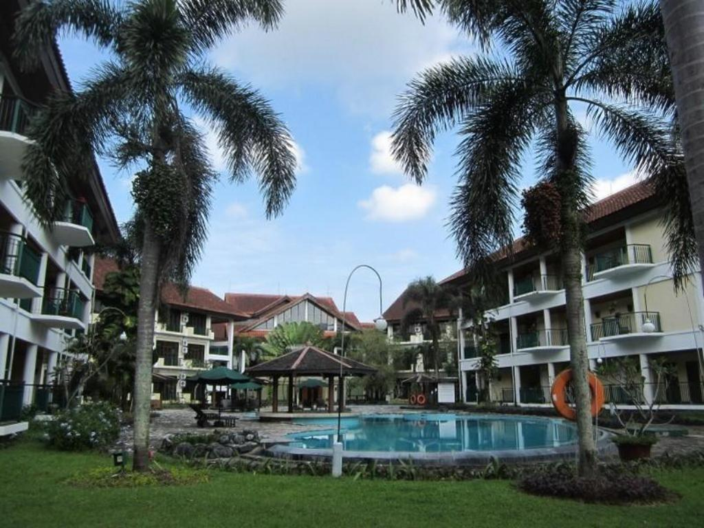 Best price on lido lakes resort and conference in bogor for Balcony hotel sukabumi