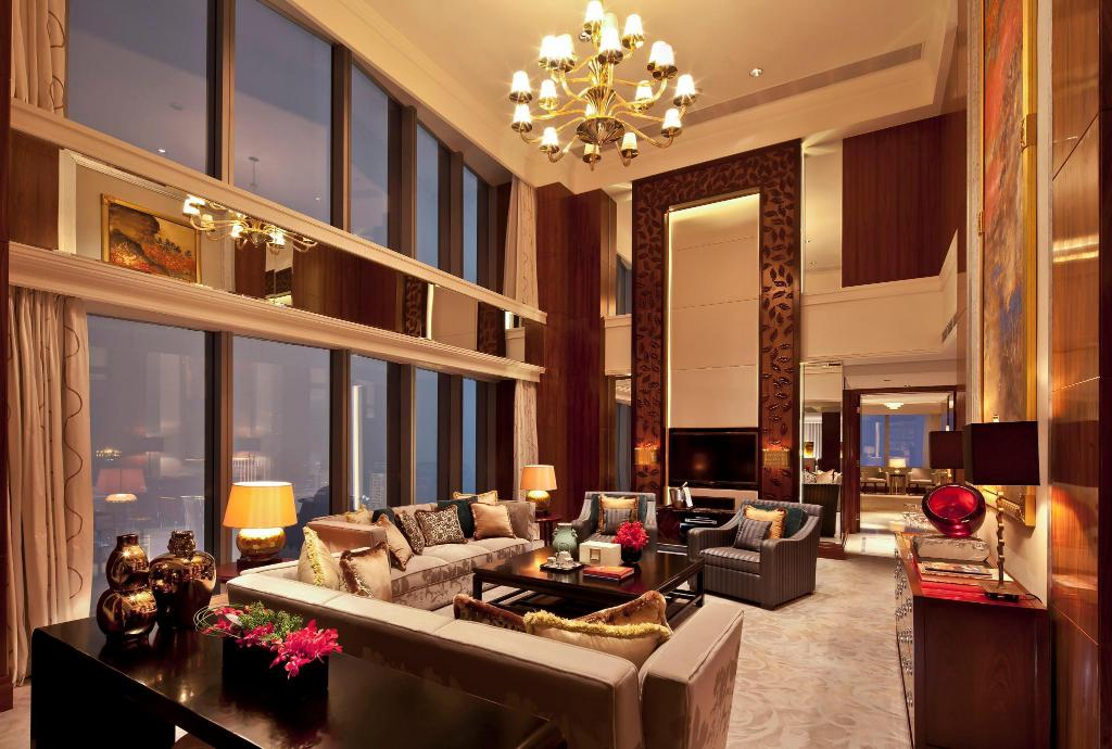 Chairman Suite, Executive lounge access, 1 King, City view - Room plan