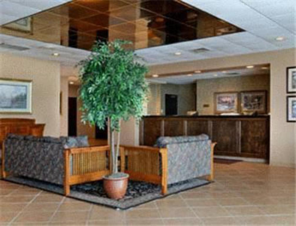 Lobby Ramada Watertown