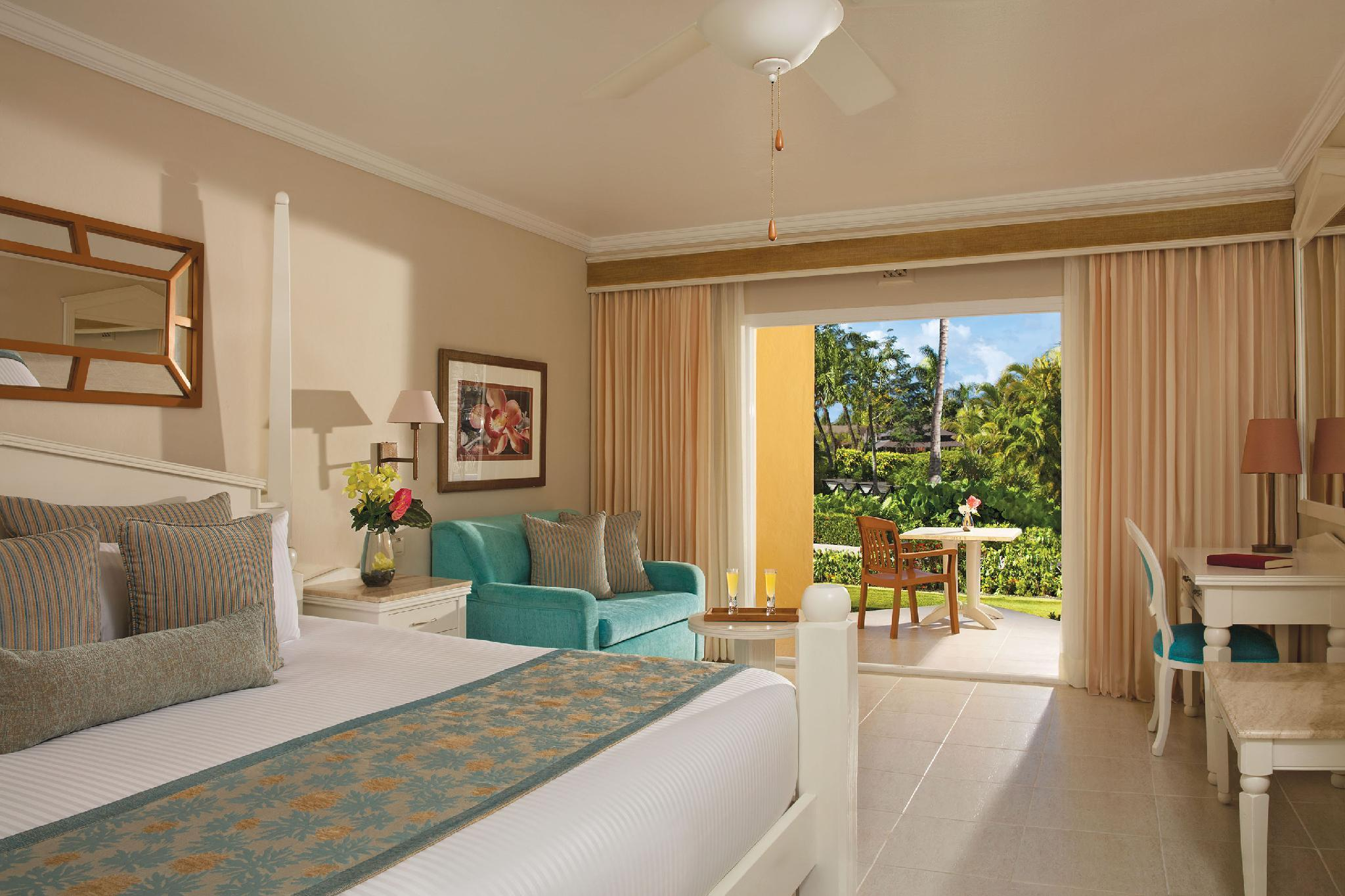 Preferred Club Honeymoon Suite tropical or Pool View & Jacuzzi