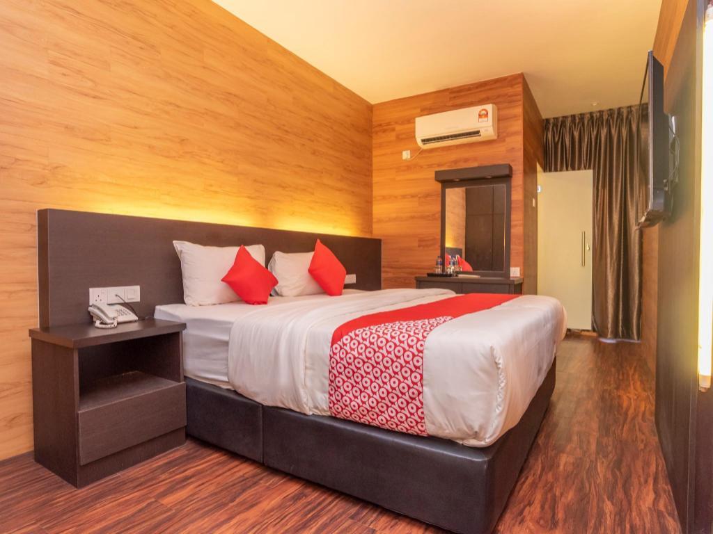 OYO 1230 Zen Zeng Budget Hotel in Johor Bahru - Room Deals