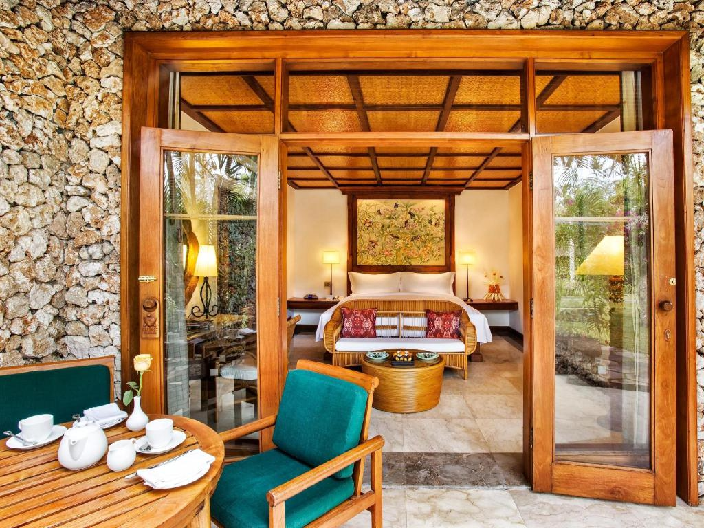 Kamar Luxury Pemandangan Kebun Lanai The Oberoi Beach Resort