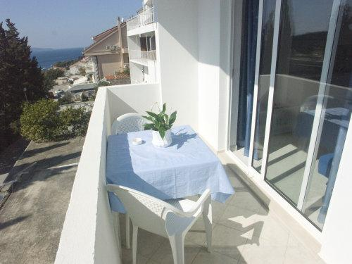 One-Bedroom Apartment with Sofa Bed and Sea View (4 Adults)