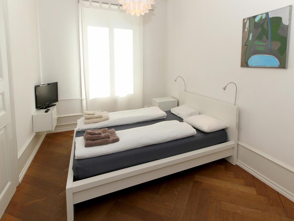 Studio - 2 adults Apartments Spalenring10