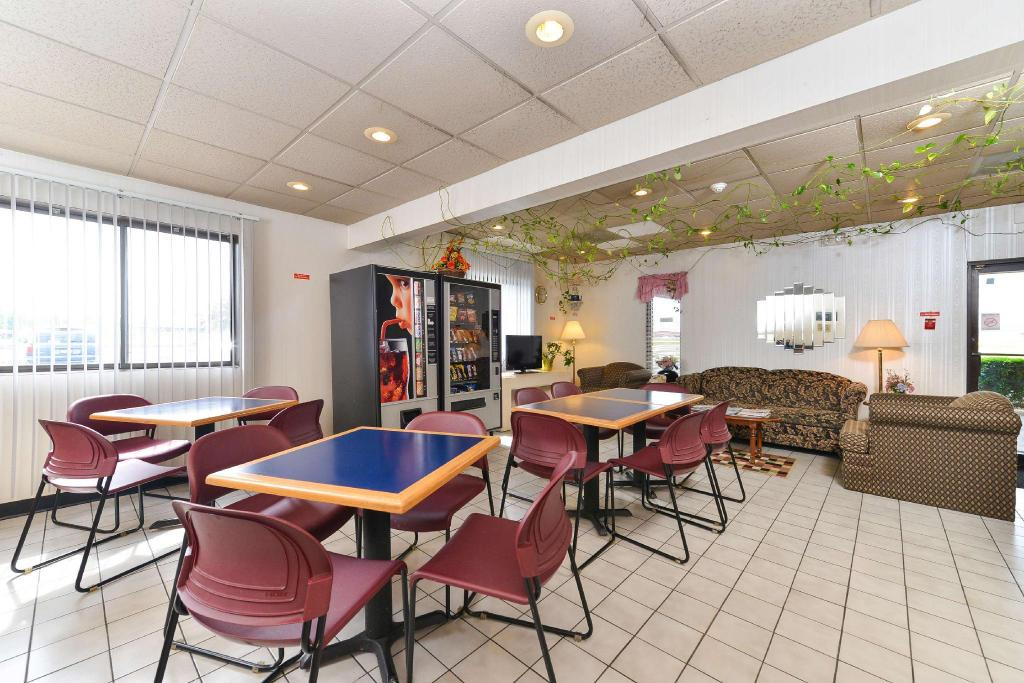 زوايا من الفندق Americas Best Value Inn - Effingham, IL