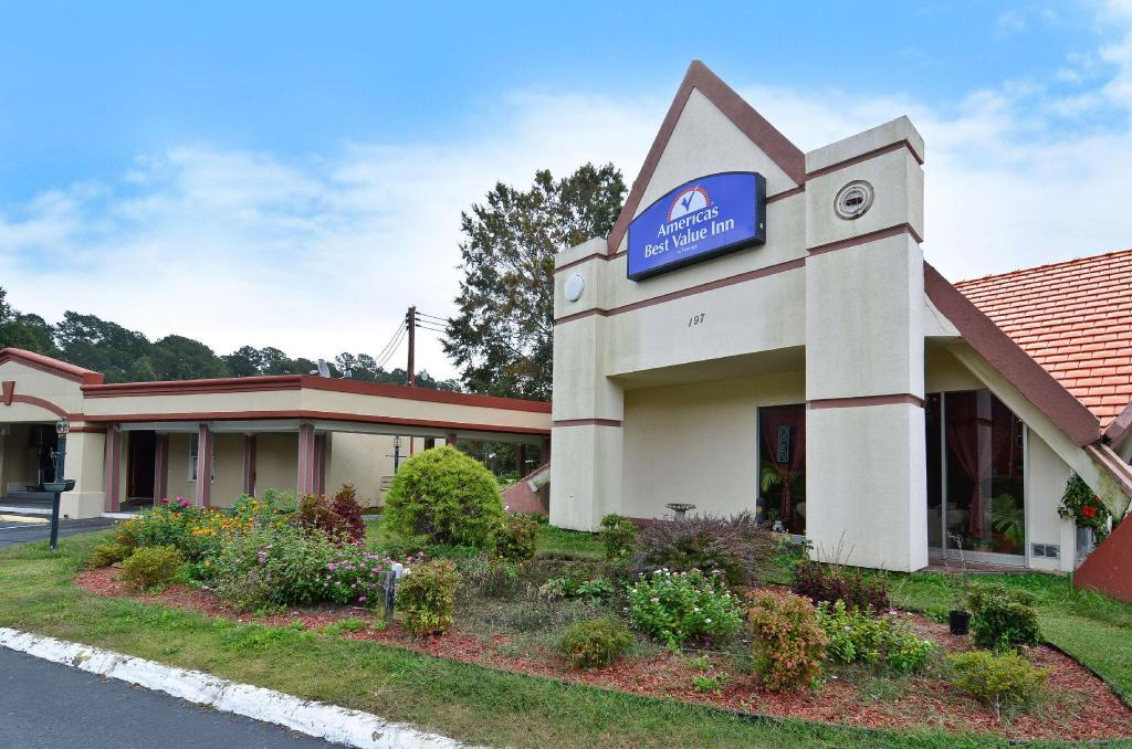 More About Americas Best Value Inn Smithfield Nc